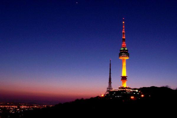 Tháp Namsan – tháp tình yêu ở Hàn Quốc