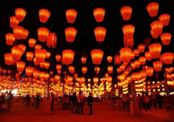 Lễ hội hoa đăng đón chào năm mới ở Singaoire