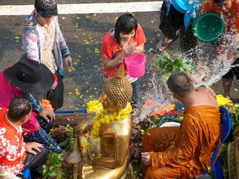 Du lịch Thái Lan tháng 4 tham gia lễ hội té nước Songkran