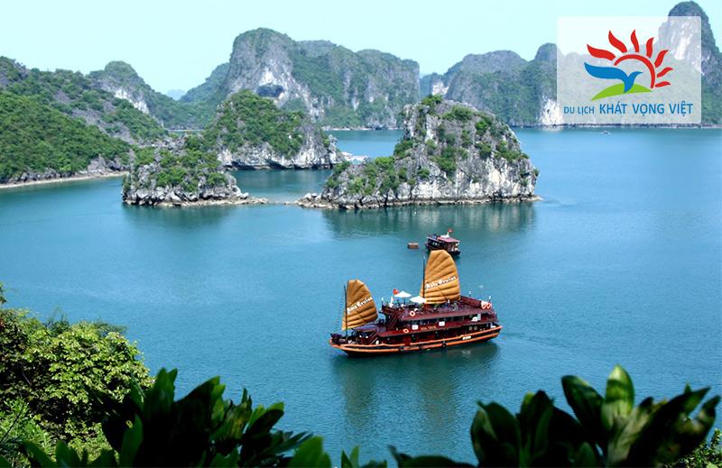 Du thuyền ngắm Vịnh Hạ Long tuyệt đẹp