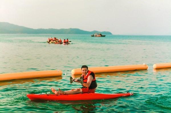 Chèo thuyền Kayak trên bãi biển Hồng Vàn