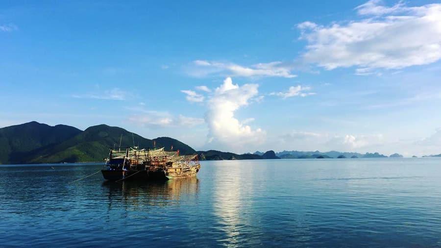 Tàu gỗ ra đảo Quan Lạn