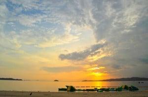 Hoàng hôn trên bãi biển Hồng Vàn