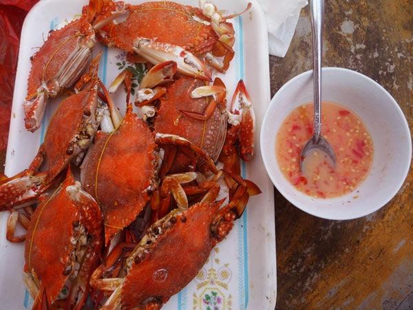 Ghẹ luộc chấm muối tiêu chanh- món ăn không thể bỏ lỡ khi du lịch Phú Quốc