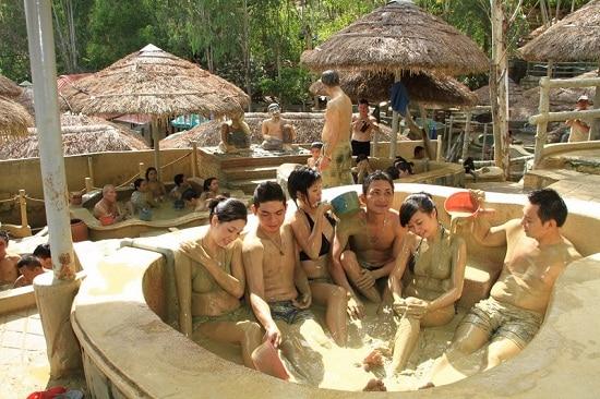 Trải nghiệm tắm bùn khoáng khi du lịch Nha Trang