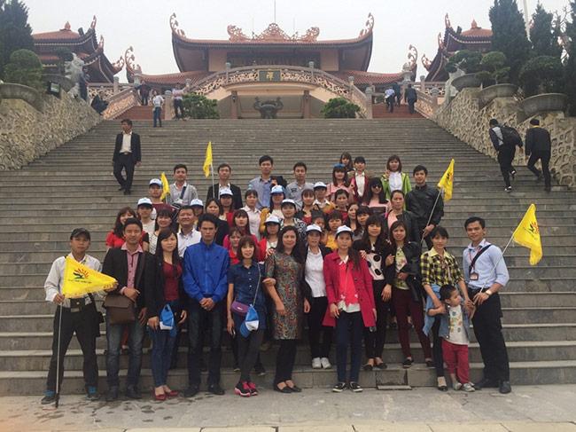 Đoàn khách xí nghiệp may Minh Hòa đi Hạ Long do công ty du lịch Khát Vọng Việt tổ chức