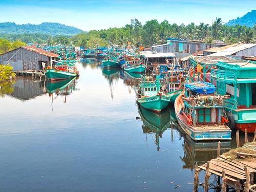 Cảnh yên bình, tĩnh lặng và đẹp mê hoặc của làng chài Hàm Ninh