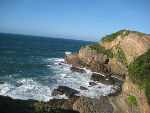 Bãi Đá Cầu Mỵ- một trong những điểm đến đẹp nhất trên đảo Cô Tô