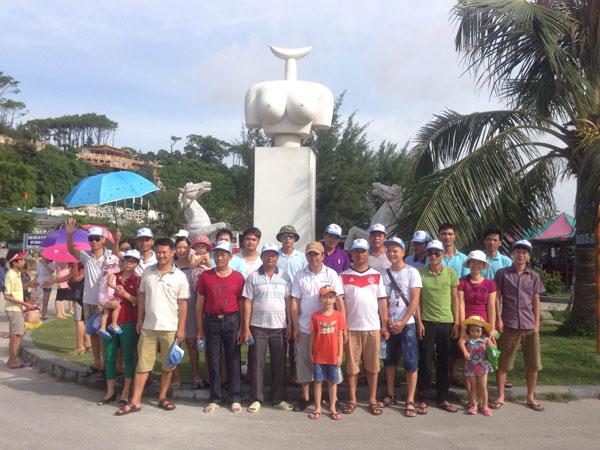 Ảnh đoàn chi nhánh Sông Đà trong chuyến du lịch Đồ Sơn