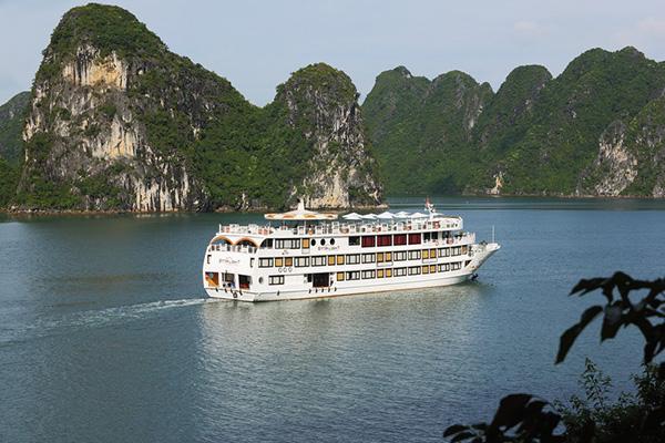 Hành trình tour du thuyền trên vịnh Hạ Long