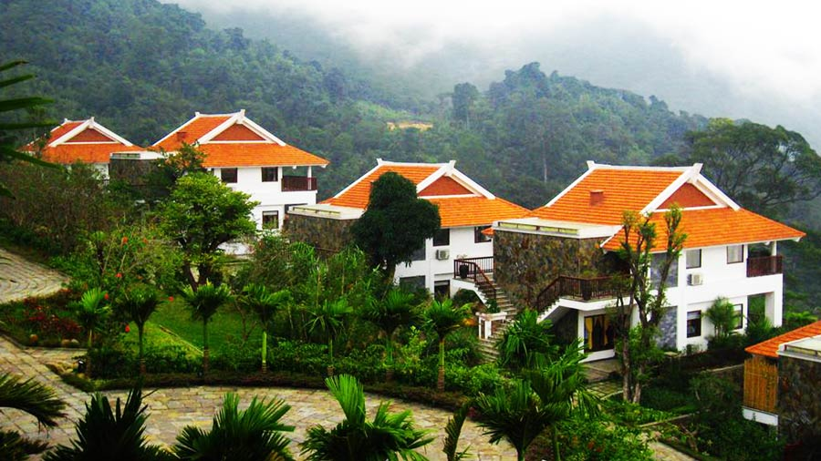 Belvedere Resort gồm nhiều biệt thự sang trọng với ban công riêng nhìn ra toàn cảnh rừng núi du lịch Tam Đảo