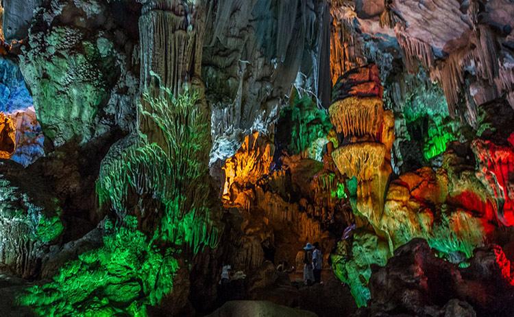 Vẻ đẹp hang Đầu Gỗ