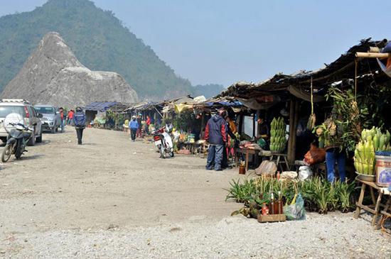 Đèo Thung Khe là nơi du khách nghỉ ngơi sau chuyến đi dài