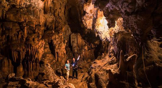 Khám phá những điều bí ẩn trong hang Mỏ Luông