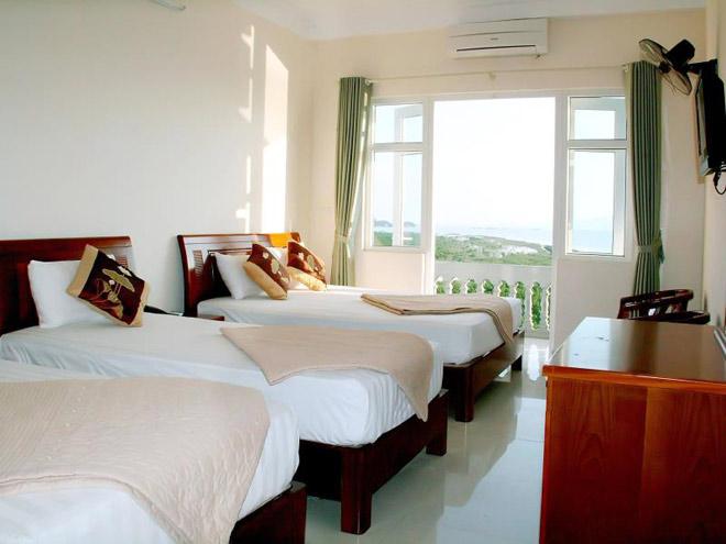 Phòng khách sạn trên đảo Quan Lạn
