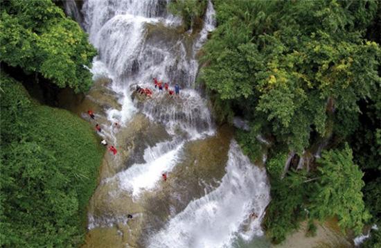 Thác Pùng Mai Châu với vẻ đẹp hùng vĩ hoang sơ thiên nhiên ban tặng