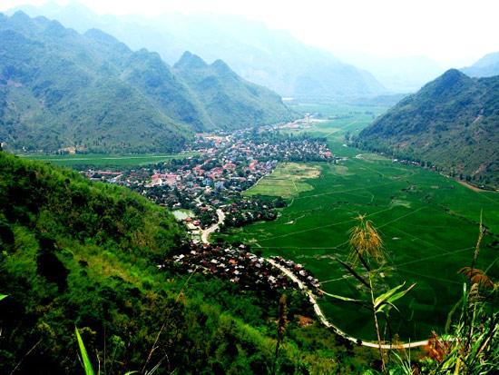 Mai Châu từ trên cao nhìn xuống trông giống như ngôi làng của người tí hon