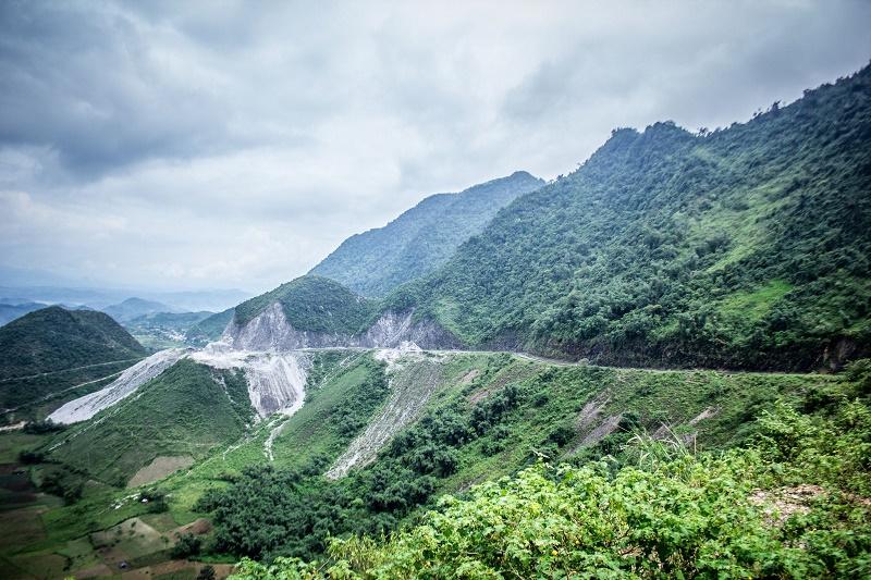 Vẻ đẹp hùng vỹ của đèo Thung Khe Hòa Bình