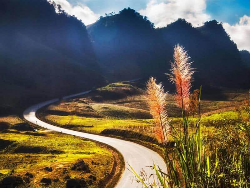 Những con đường quanh co uốn lượn tại Mộc Châu