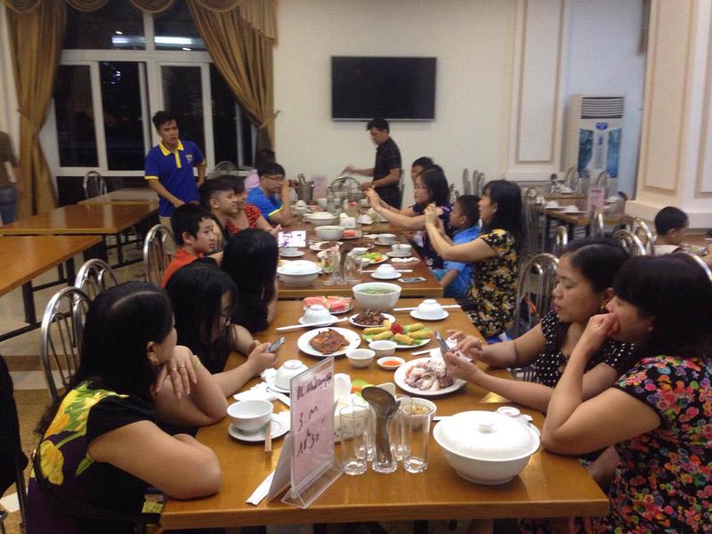 Bữa tối của đoàn tại Khách Sạn
