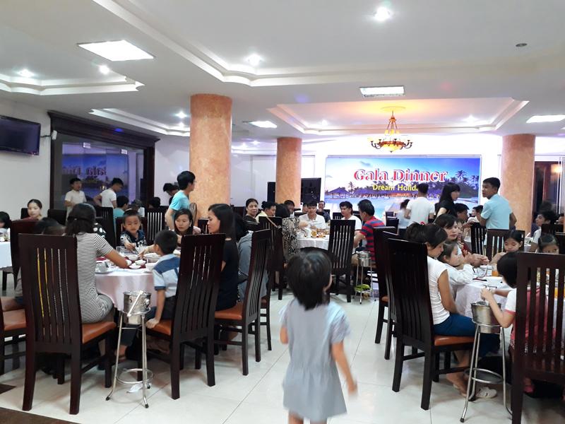 Bữa ăn tối của Đoàn tại Resort