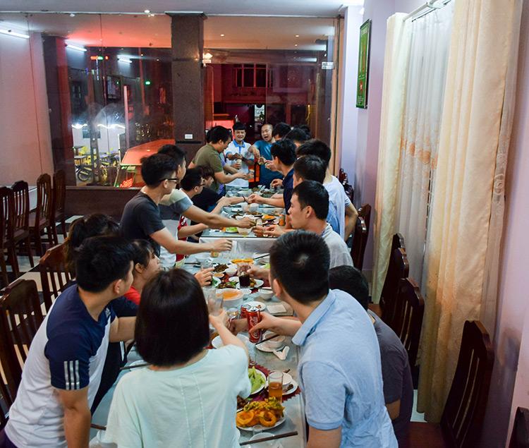 Đoàn ăn tối tại Nhà hàng, thưởng thức đặc sản Tam Đảo