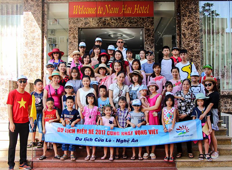 Hình ảnh đoàn trường mầm non Bình Minh trước thêm khách sạn Nam Hải