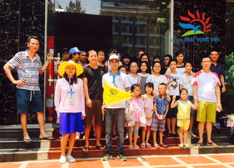 Đại gia đình anh Kiều Đình Chính du lịch Sầm Sơn do Khát Vọng Việt thực hiện