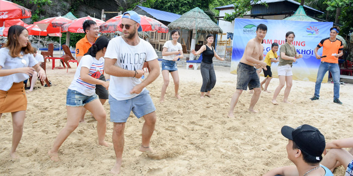 Những trò chơi thú vị trong chương trình teambuilding bãi biển