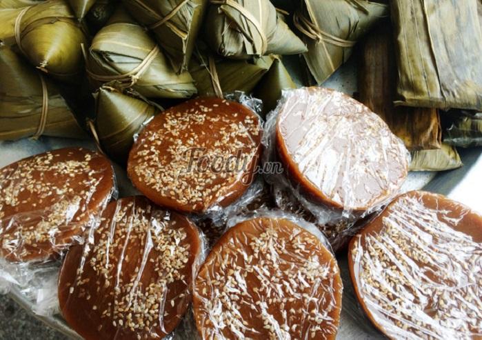 Bánh xì lồng cấu thường được bán nhiều tại khu chùa chiền