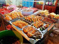 Thưởng thức các món hải  sản đặc biệt tại khu Vườn Đào