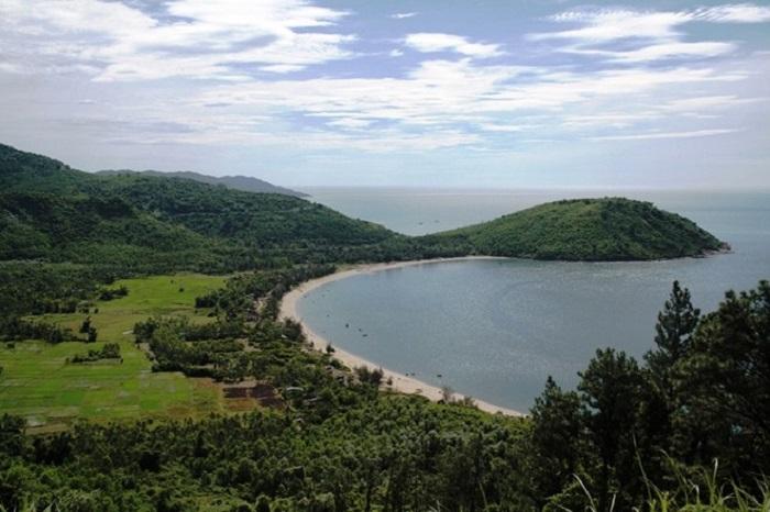 Toàn cảnh khu vũng Chùa - Đảo Yến