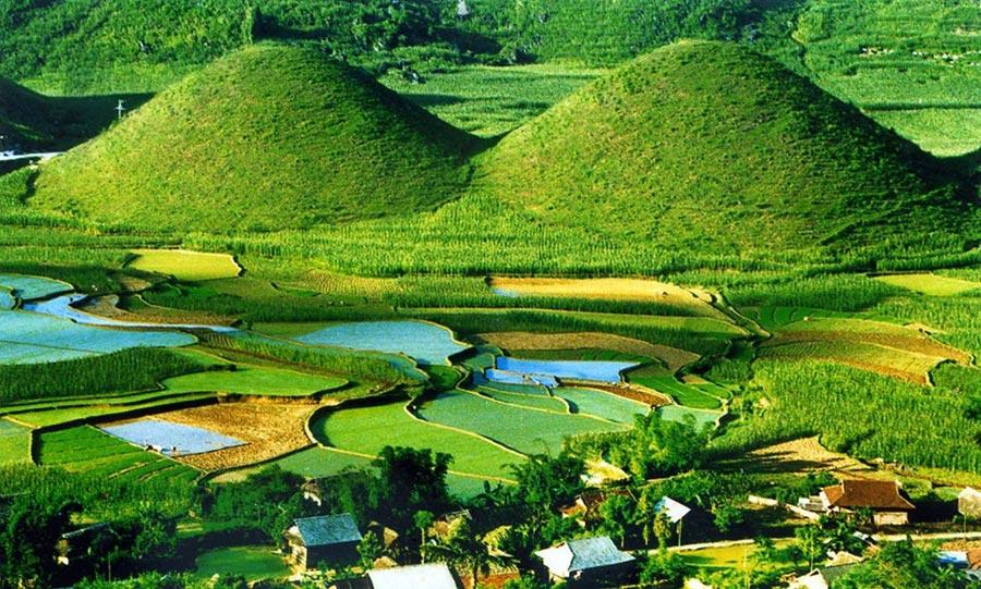 Núi đôi Quản Bạ - điểm du lịch không thể bỏ qua khi du lịch Hà Giang