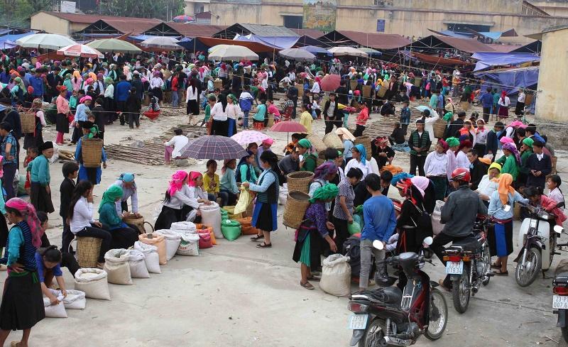 Chợ phiên Mèo Vạc - nơi trao đổi, buôn bán của đồng bào dân tộc Hà Giang