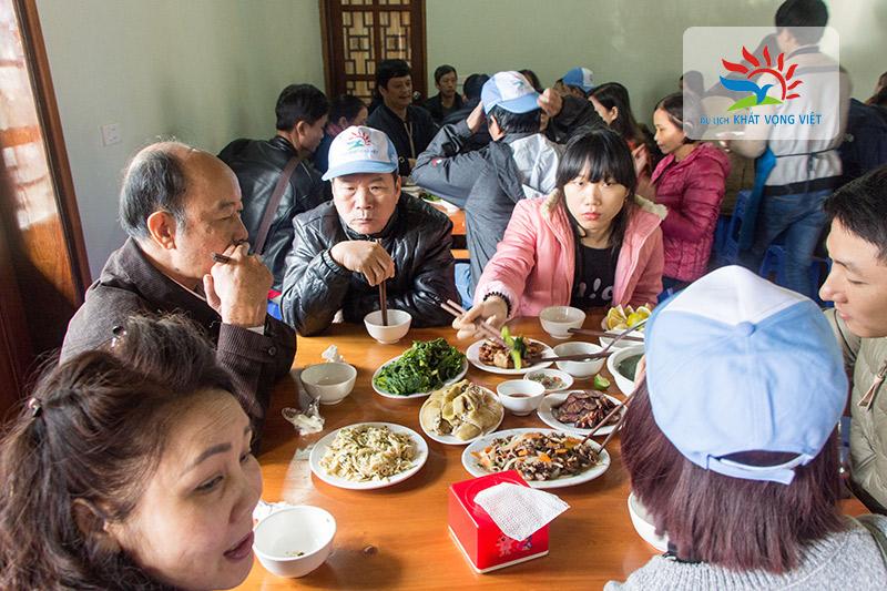 Bữa trưa với những món đặc sản của vùng cao Hà Giang