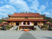 Chùa Ba Vàng với chính điện lớn nhất Việt Nam