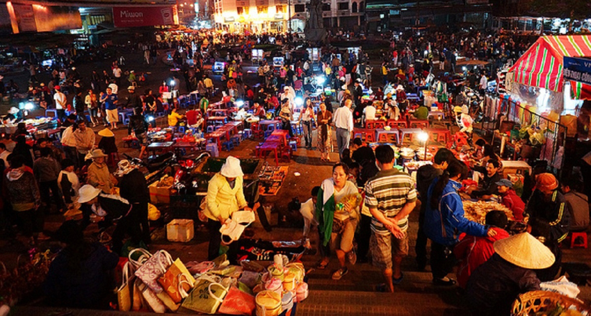 Chợ đêm nổi tiếng và cũng nhiều phản ảnh của du khách về tình trạng chặt chém