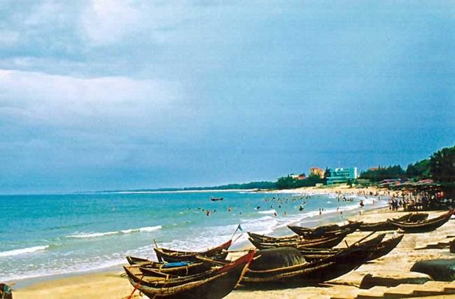 Tận hưởng giây phút yên bình bên bãi biển Hải Tiến