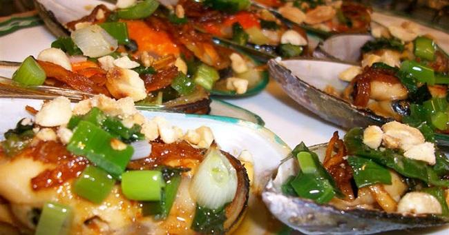 Thưởng thức món ăn ngon từ vùng biển hoang sơ