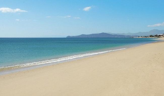 Say đắm trước sự hòa quyện của biển xanh cát trắng