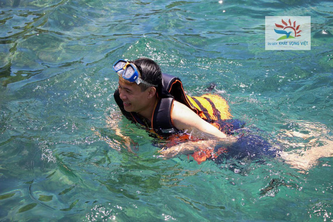 Tắm biển và lặn ngắm san hô tại Cù Lao Chàm