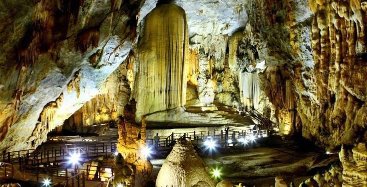 Động Thiên Đường hiện lên đầy lung linh, huyền ảo hấp dẫ du khách du lịch Quảng Bình