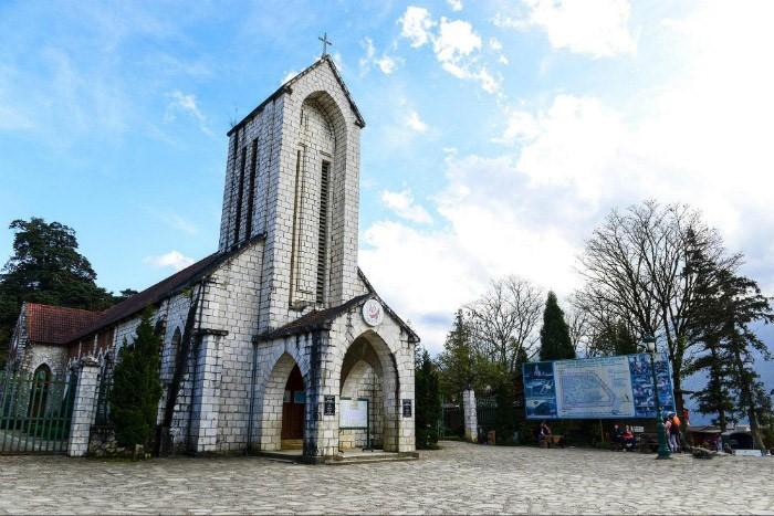 Nhà thờ đá Sapa là một trong những điểm du lịch nổi tiếng ở Sapa
