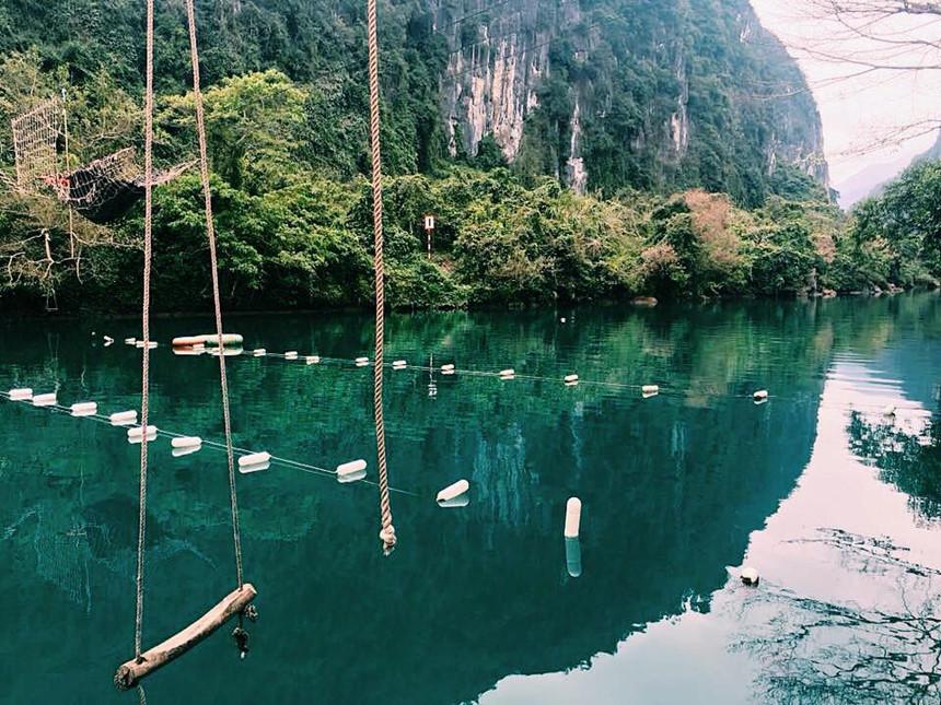 Khung cảnh nên thơ trữ tình của suối nước Mooc Quảng Bình