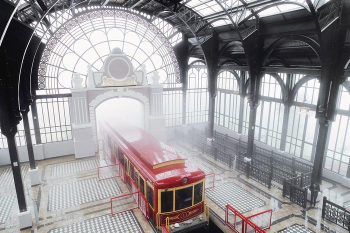 Station nằm trong tòa nhà, nơi quý khách có thể trải nghiệm tàu hỏa leo núi mới lạ, lần đầu xuất hiện tại Sapa