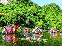 Đi thuyền dọc dòng sông Yến thơ mộng