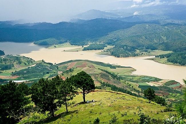Khung cảnh Đà Lạt khi nhìn từ đỉnh Langbiang.