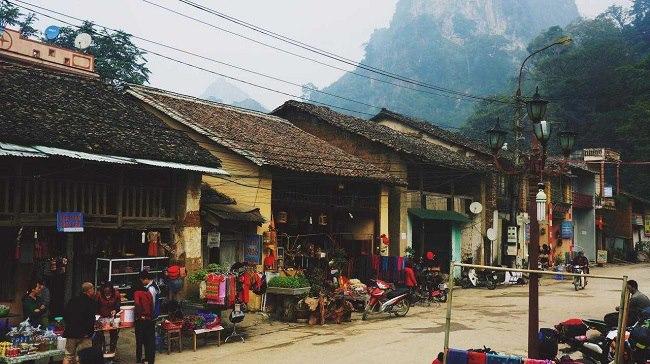 Nét bình yên, cổ kính của phố cổ Đồng Văn.