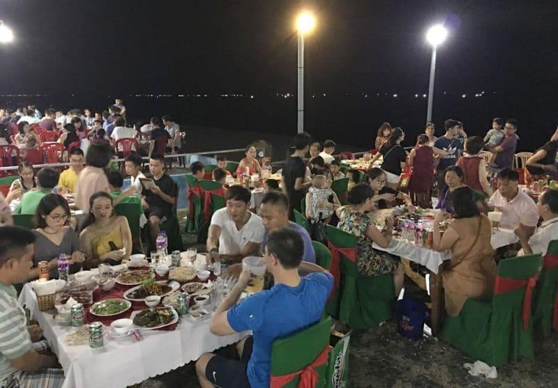 Bữa tối ven biển. Một trải nghiệm thú vị khi đến với Biển Thiên Câm