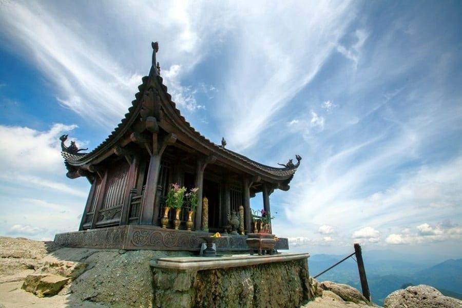 Chùa Đồng nằm trên đỉnh núi Yên Tử nơi linh thiêng